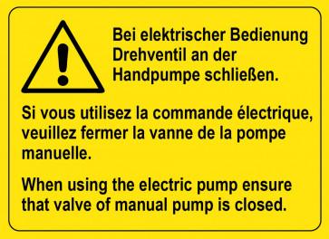 Warnaufkleber Bei elektrischer Bedienung Drehventil an der Handpumpe schließen