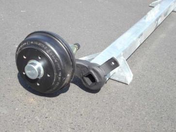 gebremste Achse bis 1300 kg Flansch 1950mm Auflage 1580mm 0°