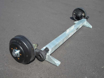 gebremste Achse bis 1800 kg Flansch 2235mm Auflage 1670mm